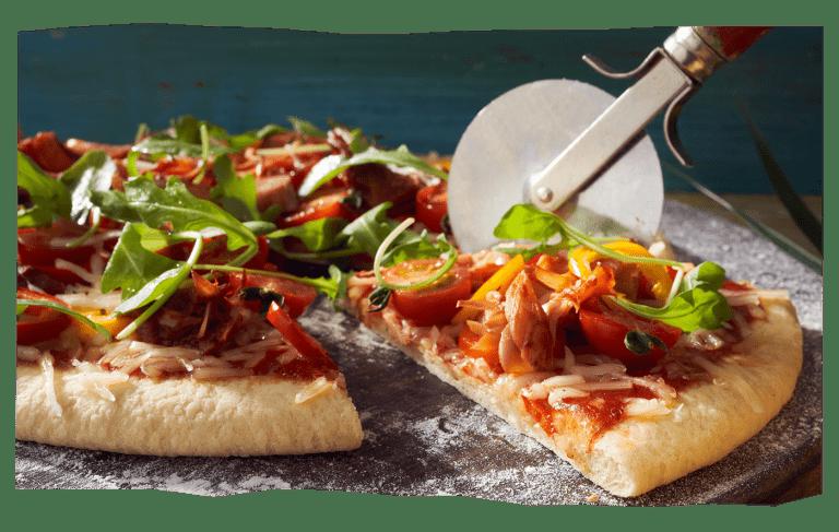 Barbecue jackfruit pizza